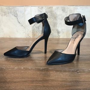 5/$20 Breckelle's Sexy Backed Heels, Size 6